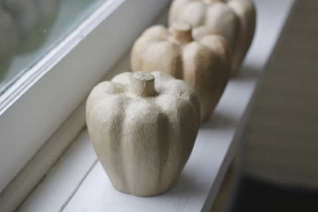 sunroom-fall-pumpkin