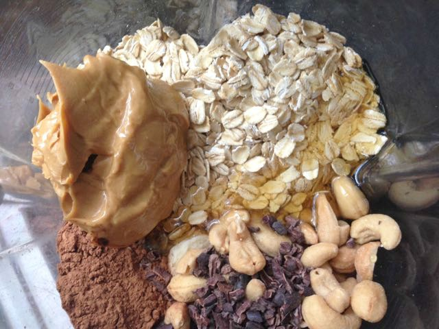 Chocolate-Cashew-Smoothie-Ingredients
