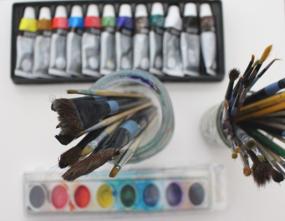Basic watercolor art supplies for your kids, click through to see my list and video and more free art lessons