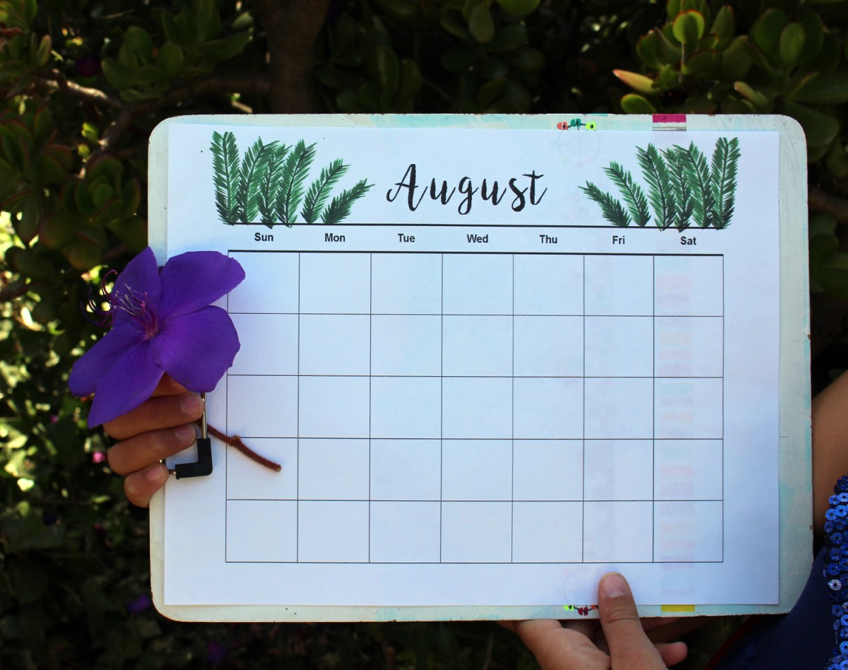Free printable August calendar for Fall organization