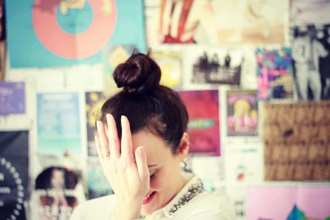 Amy-head-slap-1100x733