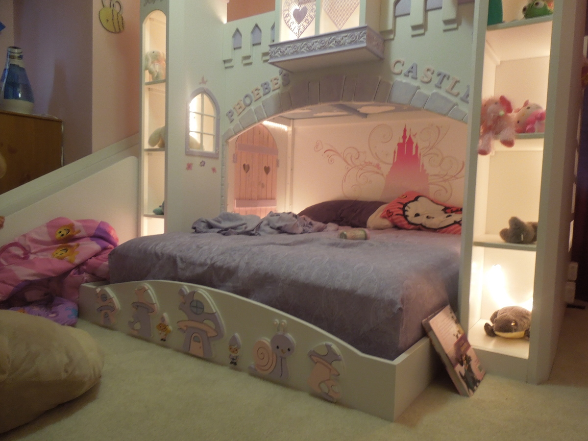 Ana White Phoebes Castle Bed DIY Projects