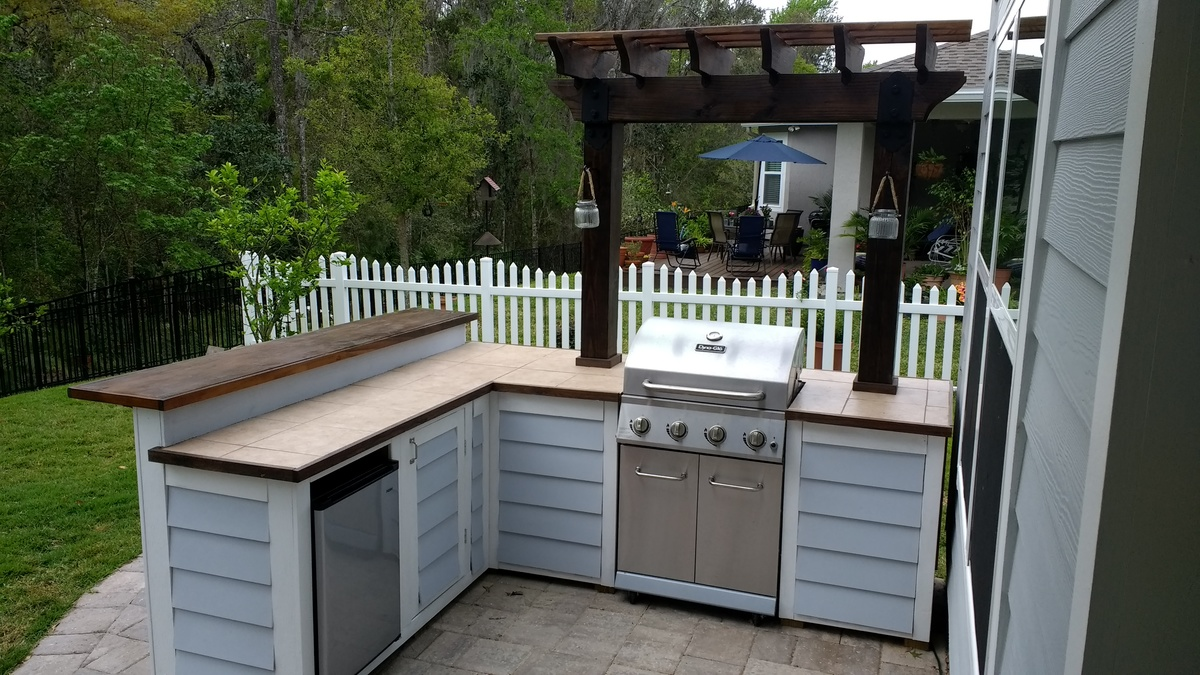 Ana White   Outdoor bar grill surround with 2 post pergola ... on Diy Bbq Patio id=95165