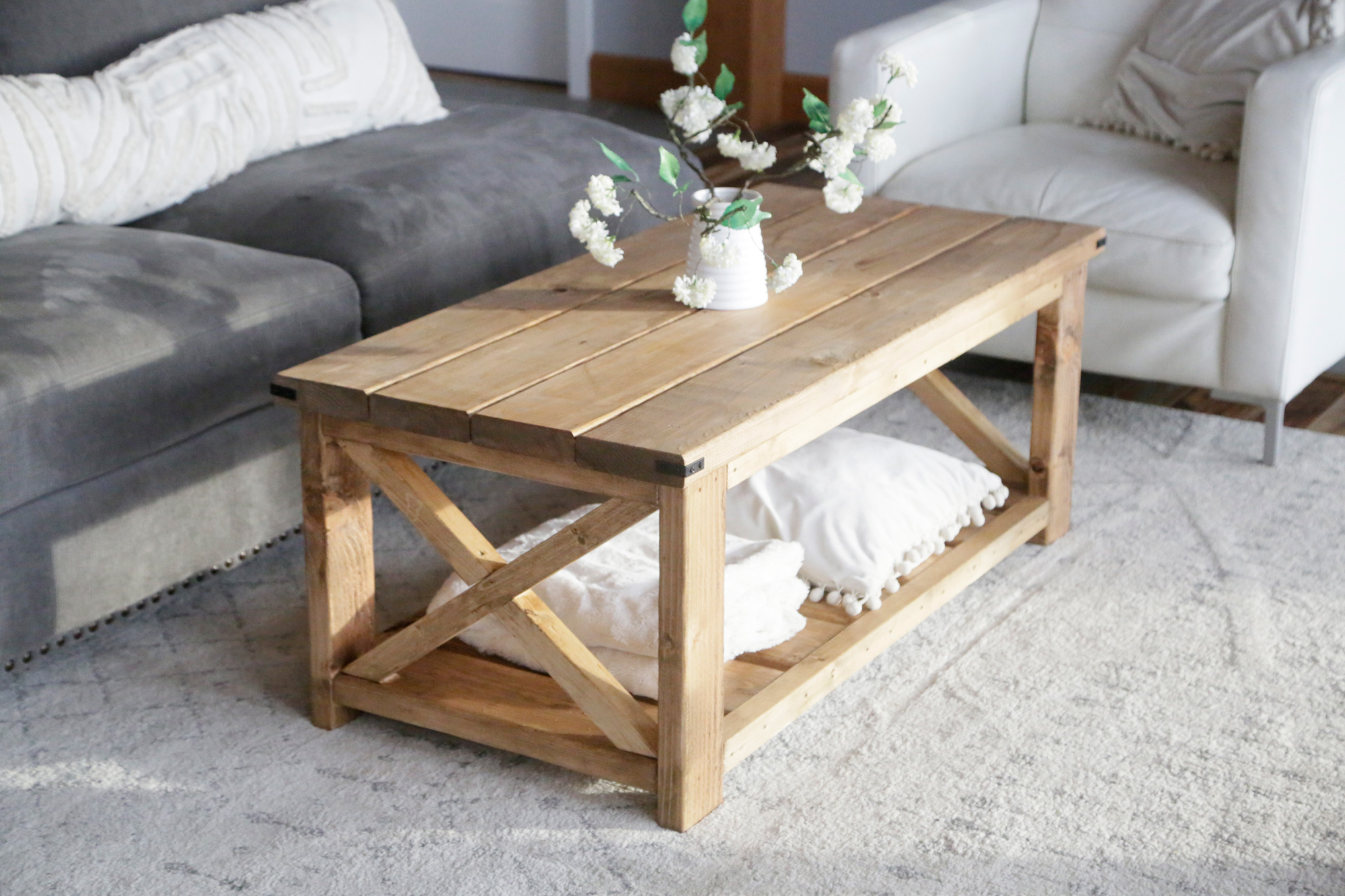 Farmhouse Coffee Table Beginner/Under $40 | Ana White on Coffee Table Plans  id=45120