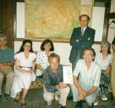 Primul sediu al Aliantei Civice: în picioare Prof Gh. Ceausescu si Arh. Dan Ciudin (de la reprezentanta Aliantei Civice din Munchen), în fata Ing Gh Arvunescu si Romulus Rusan