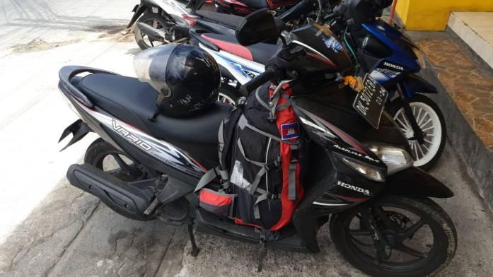 Moto y mochila