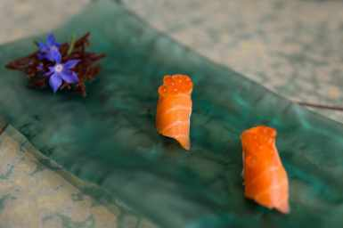 Cauliflower and salmon sushi with cod roe at Disfrutar