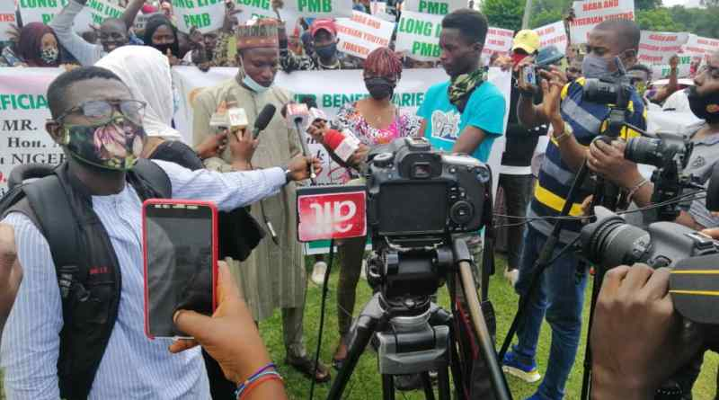 N-Power Beneficiaries Hold 'Thank You Rally' To Aso Villa