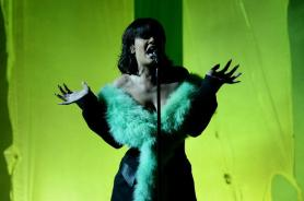 "Rihanna enamoró al público de los Billboards con ""Love on the Brain"". Foto: AFP"