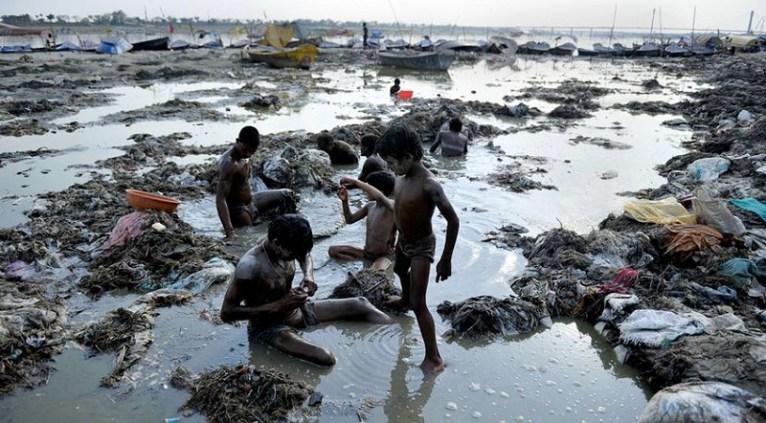 El cólera y la fiebre tifoidea son algunas de las enfermedades mortales que cientos de millones de personas están en riesgo de contraer por la falta de tratamiento de las aguas superficiales en estas zonas del planeta.