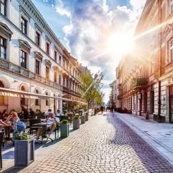 """Calle Piotrkowska, la """"columna vertebral"""" de la ciudad. Foto: www.expo2022.uml.lodz.pl"""