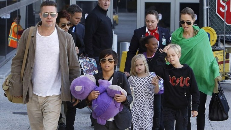 Brad Pitt and Angelina Jolie along with their 5 children all arrived back into Los Angeles on a flight from Australia.