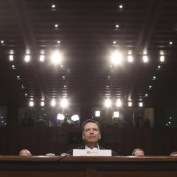 El exdirector del FBI James Comey testifica ante el Comité de Inteligencia del Senado de EEUU, en el edificio de las oficinas del Senado, en Washington DC, Estados Unidos/ Foto: EFE