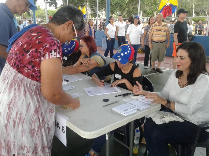 Zulianos ejercen su voluntad en la Consulta Popular
