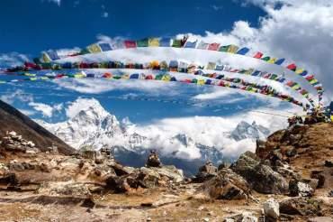 El parque del monte Everest (8.848 m) es uno de los mayores mitos viajeros. Patrimonio de la Humanidad por albergar glaciares, 7 picos de más de 7.000 m y valles en los que habita el leopardo de las nieves, esta es la tierra de los sherpas, el pueblo que mejor conoce sus caminos y leyendas. Para maravillarse con la visión de los picos más altos del planeta, nada como realizar una travesía de varios días/ Foto: Irina Zavyalova