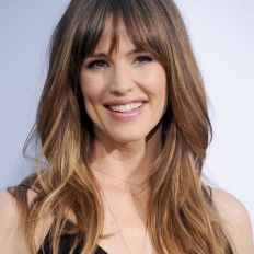 gallery-1484900351-jennifer-garner