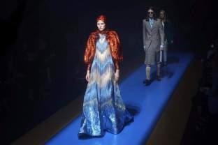 La mezcla en tejidos, colores y estampados ha sido la tónica principal de la colección que Gucci ha llevado este miércoles a Milán para inaugurar la Semana de la Moda femenina/ Foto: EFE