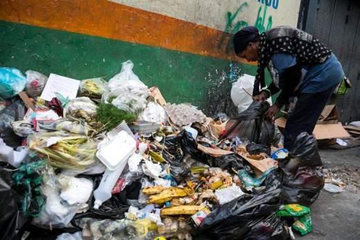 Hambre / búsqueda de comida en Caracas