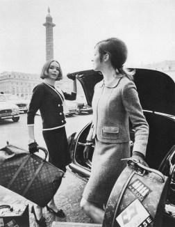 Pholiote and Clotulde - Fashion photography -®ARCHIVES LOUIS VUITTON MALLETIER