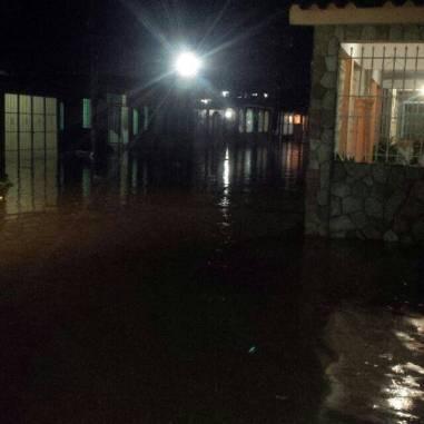Inundaciones y derrumbes en Puerto Cabello