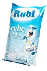 Fotografía de un paquete de leche en polvo importado de México este viernes, 12 de enero de 2018, en una caja de alimentos de los llamados Comités Locales de Abastecimiento y Producción, conocidos como CLAP, en Caracas (Venezuela). Foto EFE