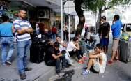 Ciudadanos venezolanos se reúnen en un parque público hoy, viernes 26 de enero de 2018, en Cúcuta (Colombia)/ Foto: EFE