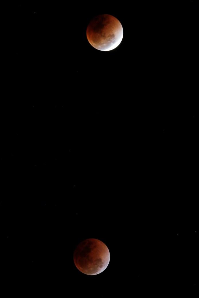 HH03128. NAPIYIDÓ (BIRMANIA), 31/01/2018.- Foto de exposición múltiple que muestra la superluna en Napiyidó (Birmania) hoy, 31 de enero de 2018. Los habitantes de gran parte del planeta apreciarán el 31 de enero un eclipse total de la llamada superluna azul, la segunda luna llena del mes y en su posición más cercana a la Tierra. Este fenómeno podrá verse desde algunas partes de Australia, Estados Unidos y otros lugares del globo, a excepción de ciertas zonas en Europa y Sudamérica, y se calcula que no ocurre desde 1982. EFE/ Hein Htet