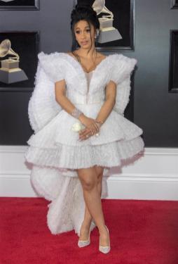 Cardi B estuvo en la alfombra roja del Grammy