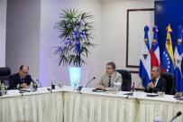 El presidente dominicano, Danilo Medina, el expresidente del Gobierno español José Luis Rodríguez Zapatero y el diputado opositor venezolano Julio Borges en el diálogo. Foto: EFE