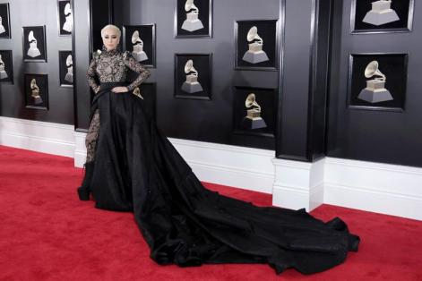 Lady Gaga estuvo en la alfombra roja del Grammy