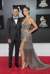 Luis Fonsi y su esposa estuvo en la alfombra roja del Grammy