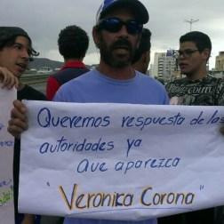 Familiares y amigos buscaron a Veronika Corona