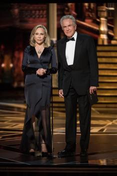 Faye Dunaway y Warren Beatty en los Premios Óscar