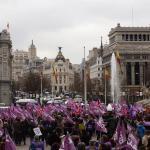 Concentración convocada por los sindicatos en la Plaza de la Cibeles, a las puertas del Ayuntamiento de Madrid, con motivo del Día de la Mujer/ Foto: EFE