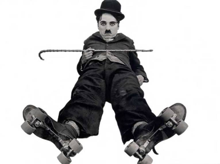 Charles Chaplin interpretando a Charlot
