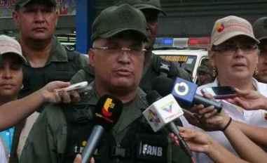Sergio Rivero Marcano fue comandante general de la Guardia Nacional Bolivariana hasta el 16 de enero de 2018. Ha participado en la represión de la sociedad civil y de la oposición democrática en Venezuela y es responsable de las graves violaciones de los derechos humanos cometidas por la Guardia Nacional Bolivariana bajo su mando, en particular, el uso excesivo de la fuerza, detenciones arbitrarias y abusos contra miembros de la sociedad civil y de la oposición. Sus acciones y políticas como comandante general de la Guardia Nacional Bolivariana, incluidos los ataques de la Guardia Nacional Bolivariana a miembros de la Asamblea Nacional elegida democráticamente y la intimidación a los periodistas que informaban del fraude electoral de la Asamblea Constituyente, han socavado la democracia y el Estado de Derecho en Venezuela