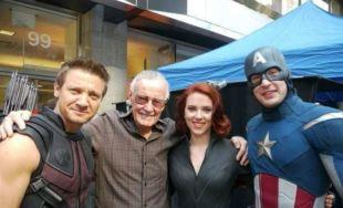 Stan Lee y algunos de los Avengers