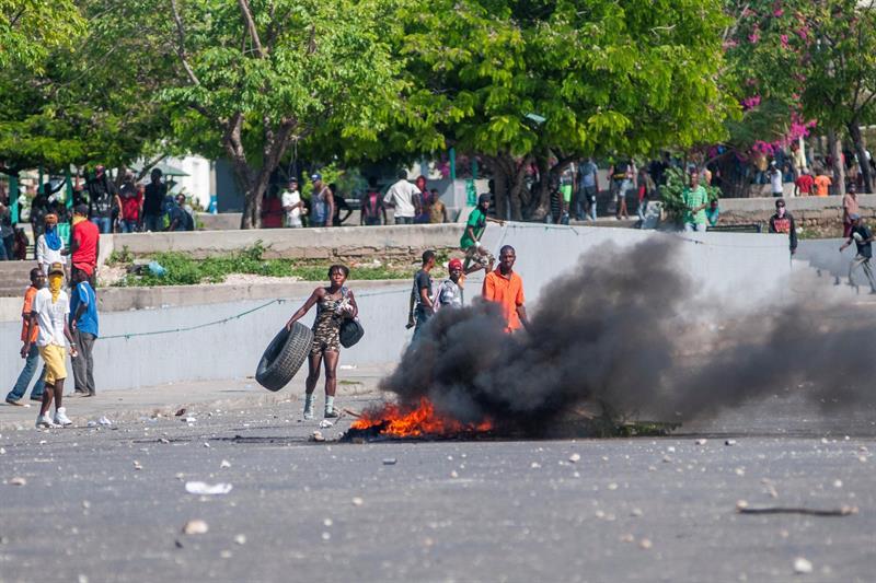 Los haitianos piden la renuncia de Moise durante manifestaciones violentas