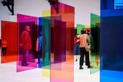 Carlos Cruz-Diez, Labyrinthe de Transchromie, Bruselas, 2019 © La Patinoire Royal-Galerie Valérie Bach / Photo: Nicolas Lobet