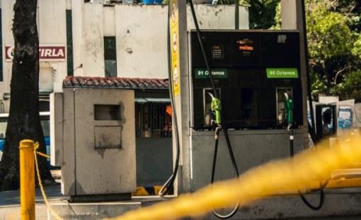 Algunos venezolanos también denunciaron que al este de la capital no se consigue combustible / Foto: Valentín Guimaraes