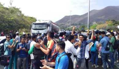 udo-manifestacion-universidad-colectivos (2)