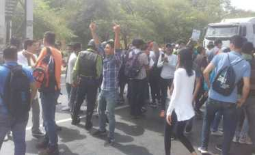 udo-manifestacion-universidad-colectivos (3)