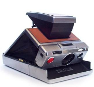 Fotografía de una cámara Polaroid SX70
