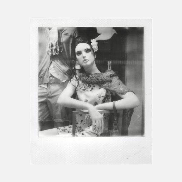 Foto Polaroid sx-70 en blanco y negro