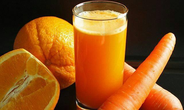 تحضير عصير البرتقال والجزر
