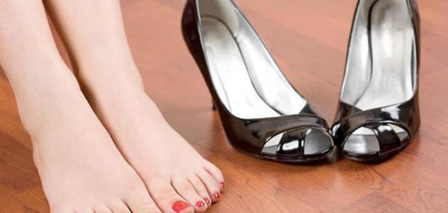 طرق التخلص من رائحة الحذاء