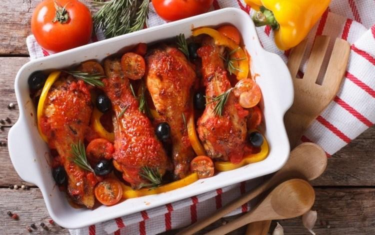 طريقة عمل دجاج مشوي بالطماطم والريحان