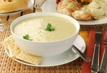 Photo of حساء البطاطس اللذيذ مع الخبز والجبن الرومى المبشور