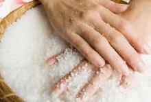 Photo of خلطات طبيعية لعلاج جفاف اليدين