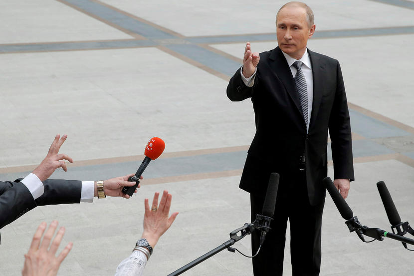 Ρωσία, η πλέον πολύφερνη νύφη Russian President Vladimir Putin gestures during a meeting with journalists after a live broadcast nationwide call-in in Moscow, Russia, April 14, 2016. REUTERS/Maxim Shemetov TPX IMAGES OF THE DAY - RTX29Y42